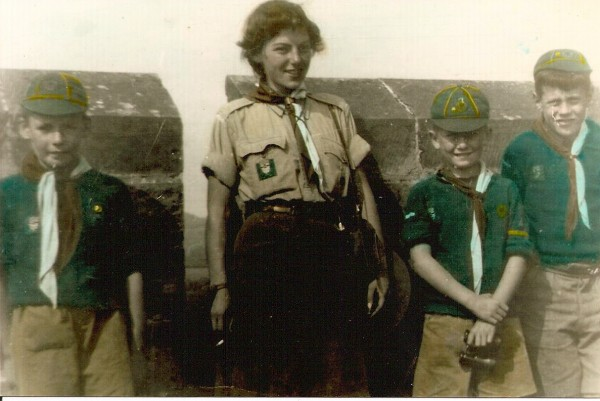 Centre: Kathleen Gordon, Cub Mistress (Sister of John 'Guts' Gordon)
